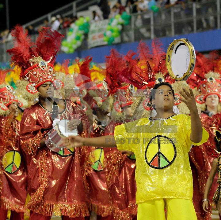 SÃO PAULO, SP, 07 DE MARÇO DE 2011 - CARNAVAL 2011 MORRO CASA VERDE - integrantes da Morro da casa verde durante desfile da escola no Grupo de acesso de São Paulo, no Sambódromo do Anhembi, zona norte da capital paulista, na madrugada desta segunda. (07). (FOTO:ALE VIANNA / NEWS FREE)