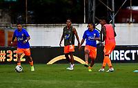 ENVIGADO - COLOMBIA, 06-11-2020: Jugadores de Envigado F. C. calientan antes de partido entre Envigado F. C., y La Equidad de la fecha 18 por la Liga BetPlay  DIMAYOR 2020, en el estadio Polideportivo Sur de la ciudad de Envigado. / Players of Envigado F. C., warm up prior a match between Envigado F. C., and La Equidad of the 18th date  for the BetPlay DIMAYOR League 2020 at the Polideportivo Sur stadium in Envigado city. Photo: VizzorImage / Luis Benavides / Cont.