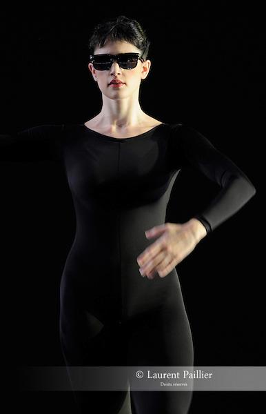 ANTIC MEET....Adaptateur : NEELS Sandra SWINSTON Robert..Choregraphie : CUNNINGHAM Merce..Mise en scene : CUNNINGHAM Merce..Compositeur : CAGE John..Compagnie : Merce Cunningham Dance Company..Decor : RAUSCHENBERG Robert..Lumiere : CHALLENBERG Christine..Costumes : RAUSCHENBERG Robert..Avec :..DESJARDINS Emma..Lieu : Theatre de la Ville..Cadre : Festival d Automne 2010..Ville : Paris..Le : 03 11 2010..© Laurent PAILLIER / photosdedanse.com..All Right reserved