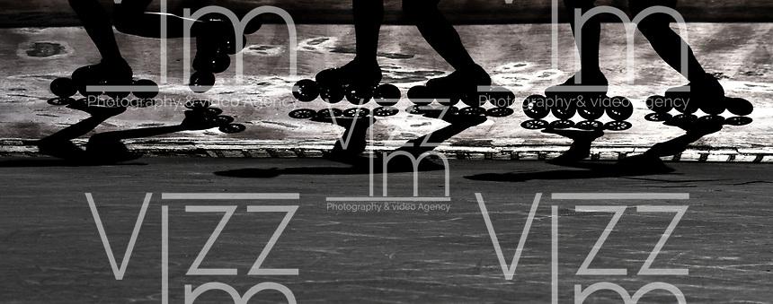 BOGOTA - COLOMBIA - 28 - 06 - 2017: Patinadores de la Selección Colombia de Carreras Manzana Postobon, durante entreno en el Patinodromo El Salitre de la Ciudad de Bogota. La selección Colombia de Patinaje de Carreras, entrena en la capital de la república, con miras a los eventos internacionales del año, Los World Games en Polonia en el mes de julio; Los Roller Games en China, en el mes de septiembre y los Juegos Bolivarianos en Colombia, en el mes de noviembre. /  Skater of the Colombia team of Skating Races, Manzana Postobon, during training in the Patinodrome El Salitre of the City of Bogota. The Colombia Team of Skating Races, trains in the capital of the republic, with a view to the international events of the year, The World Games in Poland in the month of July; The Roller Games in China, in September and the Bolivarian Games in Colombia, in November. / Photos: VizzorImage / Luis Ramirez / Staff.