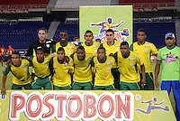 BARRANQUILLA - COLOMBIA -04 -11-2013: Los jugadores del Real Cartagena, posan para una foto durante partido por la fecha 3 de los cuadrangulares semifinales del Torneo Postobon II-2013, jugado en el estadio Metropolitano Roberto Melendez de la ciudad de Barranquilla. / The players of Real Cartagena, pose for a photo during a match for the 3 date of the quadrangular semifinals of the Postobon Tournament II-2013 at the Metropolitano Roberto Melendez Stadium in Barranquilla city, Photo: VizzorImage  / Alfonso Cervantes / Str.