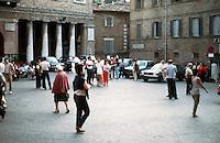 Urbino:  Piazza Della Repubblica.  Gathering place.  Photo '83.