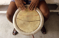 Europe/France/DOM/Antilles/Petites Antilles/Guadeloupe/Morne-à-l'eau : Pitt de Belair - Détail joueur de tambour gwo-ka