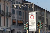 - gates for fee entry of vehicles in the city downtown to limit pollution damage managed by Ecopass system....- varchi per l'ingresso a pagamento degli autoveicoli nel centro storico della città per limitare i danni dell'inquinamento gestiti dal sistema Ecopass
