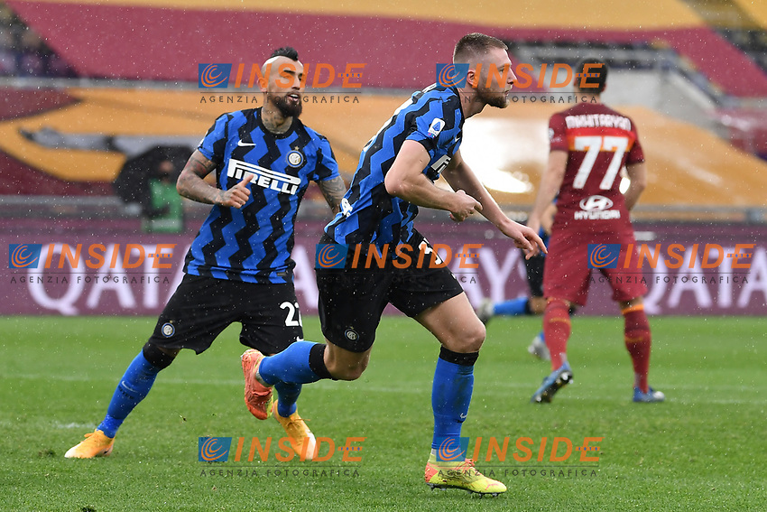 Milan Skriniar of Inter celebrates with Vidal after scoring the 1-1 goal during the Serie A football match between AS Roma and FC Internazionale at Olimpico stadium in Roma (Italy), January 10th, 2021. Photo Andrea Staccioli / Insidefoto