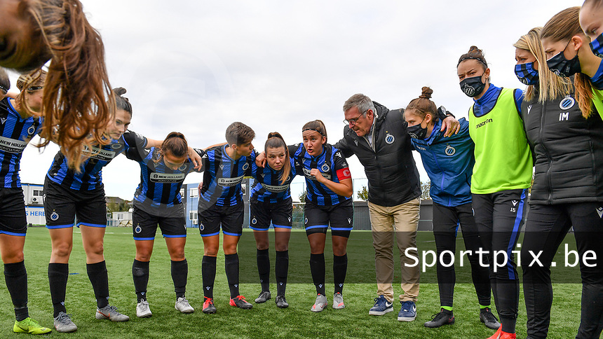 Ellen Martens (2 Brugge) pictured speaking as a captain towards her teammates before a female soccer game between Club Brugge Dames YLA and RSC Anderlecht Ladies on the fifth matchday of the 2020 - 2021 season of Belgian Scooore Womens Super League , sunday 18 October 2020  in Brugge , Belgium . PHOTO SPORTPIX.BE | SPP | DAVID CATRY