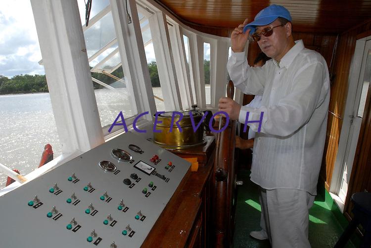 O secretário geral da ONU Ban Ki Moon, durante viagem de barco a região das ilhas.<br /> Belém Pará Brasil<br /> 13/11/2007<br /> Foto Paulo Santos/Interfoto