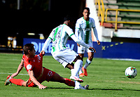 TUNJA-COLOMBIA, 25-10-2020: Federico Arbelaez de Patriotas Boyaca y Estefano Arango de Atletico Nacional disputan el balon, durante partido de la fecha 16 entre Patriotas Boyaca y Atletico Nacional, por la Liga BetPlay DIMAYOR 2020, jugado en el estadio La Independencia de la ciudad de Tunja. / Federico Arbelaez of Patriotas Boyaca and Estefano Arango of Atletico Nacional figh for the ball, during a match of the 16h date between Patriotas Boyaca and Atletico Nacional, for the BetPlay DIMAYOR League 2020 played at the La Independencia stadium in Tunja city. / Photo: VizzorImage / Macgiver Baron / Cont.