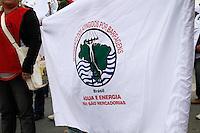 SÃO PAULO, SP - 04.09.2013: MANIFESTAÇÃO PONTE ATILIO FONTANA SP - Grupo de manifestantes com aproximadamente 1000 pessoas fecha duas pistas da via local da Marginal Tiete na altura da ponte Atilio Fontana em São Paulo.(Foto: Marcelo Brammer/Brazil Photo Press)