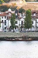 barco rabelo shipping boat sandeman port lodge av. diogo leite vila nova de gaia porto portugal