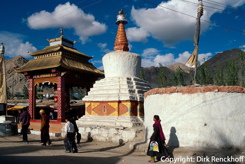 Leh: Stupa und Gebetsmühle, Ladakh (Jammu+Kashmir), Indien
