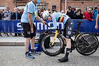 Julie Van de Velde (BEL/umbo-Visma) after finishing<br /> <br /> Women Elite Individual Time Trial from Knokke-Heist to Bruges (30.3 km)<br /> <br /> UCI Road World Championships - Flanders Belgium 2021<br /> <br /> ©kramon