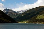 Italien, Suedtirol, Alto Adige-Trentino, bei Meran, im Ultental, das parallel zum Vinschgau verlaeuft und bei Lana im Meraner Becken beginnt, St. Walburg: Zoggler Stausee (Lago di Zoccolo) | Italy, Alto Adige-Trentino, South Tyrol, near Merano, Val d'Ultimo, Santa Valburga: Zoggler reservoir (Lago di Zoccolo)