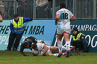 16 November 2019; Jacob Stockdale takes the ball from Semesa Rokoduguni to secure Ulster's victory during the Heineken Champions Cup Pool 3 Round 1 match between Bath and Ulster at The Recreation Ground in Bath, England. Photo by John Dickson/DICKSONDIGITAL