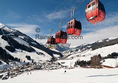 Oesterreich, Salzburger Land, Saalbach-Hinterglemm: beliebtes Skigebiet bei Zell am See   Austria, Salzburger Land, Saalbach-Hinterglemm: popular ski resort near Zell am See