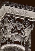 """Europe/France/Auverne/63/Puy-de-Dôme/Orcival: Basilique Notre-Dame - Détail chapiteau historisé """"Fol-Dives"""""""