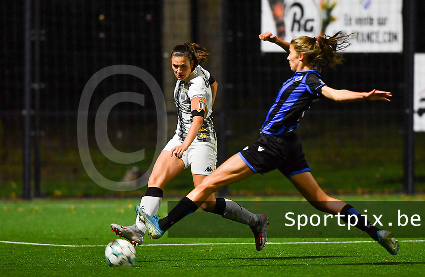 defender Noemie Fourdin of Sporting Charleroi pictured in a fight for the ball with Brugge's Marie Minnaert during a female soccer game between Sporting Charleroi and Club Brugge YLA on the fourth matchday of the 2020 - 2021 season of Belgian Scooore Womens Super League , friday 9 nd of October 2020  in Marcinelle , Belgium . PHOTO SPORTPIX.BE | SPP | DAVID CATRY