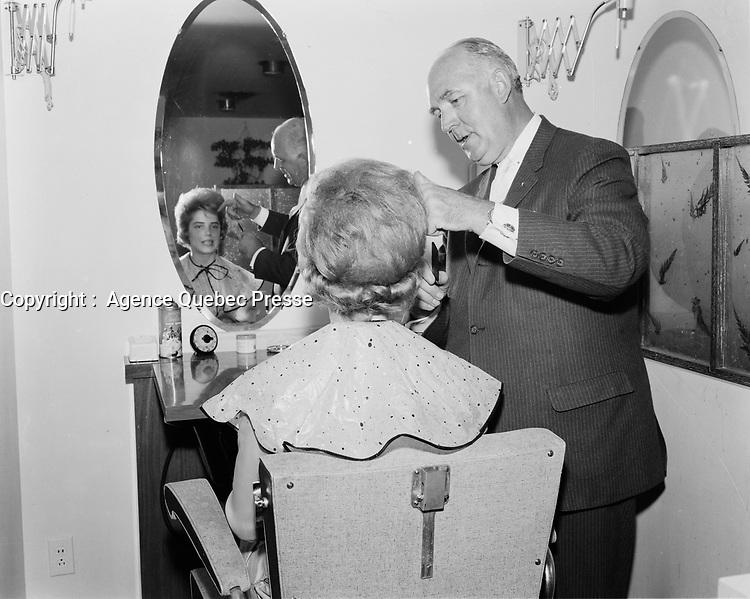 METIERS -  Coiffeurs pour femmes, <br /> , Mai 1968<br /> <br /> PHOTO :  AQP -  Photo Moderne
