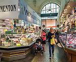 France, Provence-Alpes-Côte d'Azur, Menton: market hall - interior   Frankreich, Provence-Alpes-Côte d'Azur, Menton: Markthalle - innen