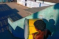 Affro Reggae na favela de Vigario Geral. Rio de Janeiro. 1995. Foto de Luciana Whitaker.