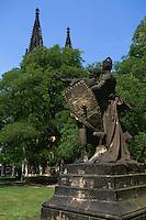 auf dem Vysehrad, Kirche Peter und Paul, Plastik von Josef Myslbek, Prag, Tschechien, Unesco-Weltkulturerbe