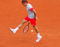 France, Paris, 25.05.2014. Tennis, Roland Garros, Roger Federer ( SUI) returns the ball between his legs a tweener<br /> <br /> Photo:Tennisimages/Henk Koster