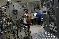 - Istituto per la ricerca scientifica sulle nanotecnologie L-NESS (Laboratori per Nanotecnologie Epitassiali su Silicio e per Spintronica), laboratorio per la crescita epitassiale di semiconduttori ....- Institute for the scientific search on Nanotechnologies L-NESS (Laboratories for  Epytaxial Nanotechnologies on Silicon and  Spintronics ), laboratory for epytaxial increase of semiconductors