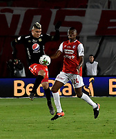 BOGOTA-COLOMBIA, 21-02-2020: Jeisson Palacios de Independiente Santa Fe y Michael Rangel de America de Cali disputan el balon durante partido de la fecha 6 entre Independiente Santa Fe y America de Cali, por la Liga BetPLay DIMAYOR I 2020, en el estadio Nemesio Camacho El Campin de la ciudad de Bogota. / Jeisson Palacios of Independiente Santa Fe and Michael Rangel of America de Cali vie for the ball during a match of the 6th date between Independiente Santa Fe and America de Cali, for the BetPlay DIMAYOR I Leguaje 2020 at the Nemesio Camacho El Campin Stadium in Bogota city. / Photo: VizzorImage / Luis Ramirez / Staff.