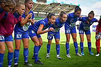 Gent's Silke Vanwynsberghe (21) pictured motivating the teammates prior to a female soccer game between Zulte Waregem and the KAA Gent Ladies on the fourth matchday of the 2020 - 2021 season of Belgian Scooore Womens Super League , saturday 10 October 2020  in Waregem , Belgium . PHOTO SPORTPIX.BE | SPP | DAVID CATRY