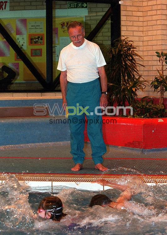Pix: Matthew Lewis/SWpix.com. Swimming. Leicester Knighton Fields Swimming Club. 21/05/2003..COPYRIGHT PICTURE>>SIMONWILKINSON>>01943 436649>>..Leicester Knighton Fields Swimming Coach Ron Halls.
