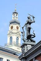 rathaus und Drachentöter am Schwarzhäupterhaus in Riga, Lettland, Europa, Unesco-Weltkulturerbe