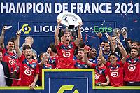 Joie des joueurs du LOSC brandissant le trophee Hexagoal du vainqueur du championnat de France de Ligue 1 saison 2020 / 2021<br /> Sven Botman (Losc) <br /> 24/05/2021<br /> Celebration of LOSC Lille champions of France <br /> Calcio Ligue 1 2020/2021<br /> Foto JB Autissier/Panoramic/insidefoto <br /> ITALY ONLY