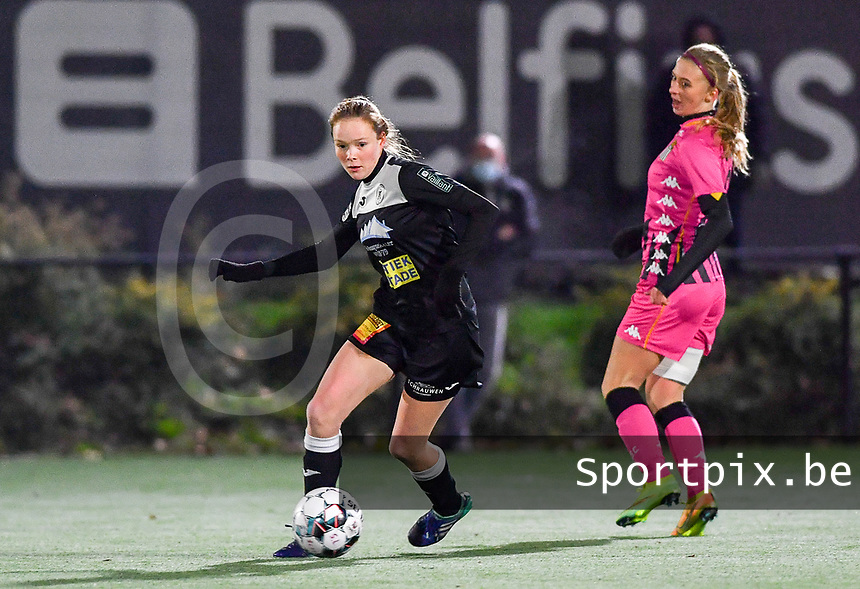 Aalst's Loes Van Mullem pictured turning away from Ludmila Matavkova (9 Charleroi) during a female soccer game between Sporting Charleroi and Eendracht Aalst on the 8th  matchday of the 2020 - 2021 season of Belgian Scooore Womens Super League , friday 20 th of November 2020  in Marcinelle , Belgium . PHOTO SPORTPIX.BE | SPP | DAVID CATRY