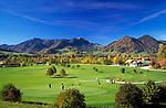 Deutschland, Bayern, Oberbayern, Chiemgau, Ruhpolding: Golfplatz und Hochfelln (1.671 m) | Germany, Bavaria, Upper Bavaria, Chiemgau, Ruhpolding: Golf course and Hochfelln mountain (1.671 m)