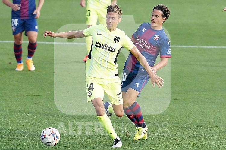 SD Huesca's Jaime Seoane (r) and Atletico de Madrid's Marcos Llorente during La Liga match. September 30,2020. (ALTERPHOTOS/Acero)
