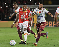 BOGOTÁ - COLOMBIA, 09-12-2017: John Pajoy (Izq.) jugador de Santa Fe disputa el balón con Juan Guillermo Arboleda (Der.) jugador del Tolima durante el encuentro entre Independiente Santa Fe y Deportes Tolima por la semifinal vuelta de la Liga Aguila II 2017 jugado en el estadio Nemesio Camacho El Campin de la ciudad de Bogotá. / John Pajoy (L) player of Santa Fe struggles for the ball with Juan Guillermo Arboleda (R) player of Tolima during match between Independiente Santa Fe and Deportes Tolima for the second leg semifinal of the Aguila League II 2017 played at the Nemesio Camacho El Campin Stadium in Bogota city. Photo: VizzorImage/ Gabriel Aponte / Staff