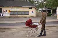 - Soviet army officer in Riesa town (German Democratic Republic) ....- ufficiale sovietico di stanza nella citta' di Riesa (Repubblica Democratica Tedesca)