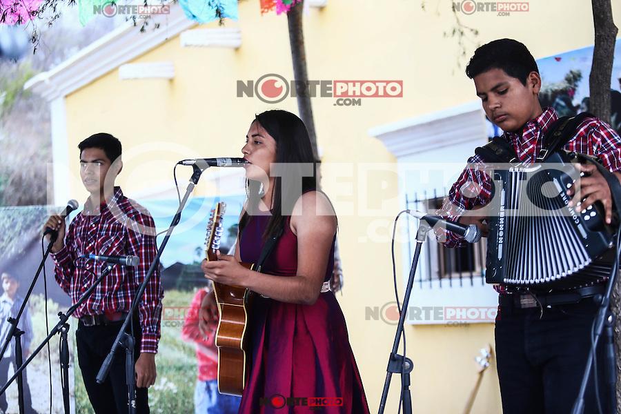 Vistud Yoreme en el Mercado de Artesanías.  <br /> Segundo día de actividades del Festival Alfonso Ortiz Tirado (FAOT2017)<br /> Alamos ,Sonora, Mexico<br /> ©Foto: LuisGutierrrez/NortePhoto.com