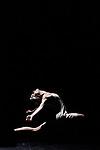 LA JEUNE FILLE ET LA MORT <br /> <br /> Direction artistique Gradimir Pankov<br /> Chorégraphie et décor Stephan Thoss<br /> Costumes Jelena Miletic<br /> Lumières Marc Parent<br /> Son Raymond Soly<br /> Musiques Philip Glass, Nick Cave et Warren Ellis, Alexandre Desplat, Clint Mansell, Finnbogi Petursson, Rachel Portman, Trent Reznor et Atticus Ross, Franz Schubert (avec arrangements de Gustav Mahler), Christopher Young<br />  <br /> Avec les danseurs des Grands Ballets Canadiens de Montréal<br /> Compagnie : Grands Ballets Canadiens de Montréal<br /> Lieu : Théâtre de Chaillot<br /> Ville : Paris<br /> Date : 08/03/2017<br /> © Laurent Paillier / photosdedanse.com