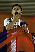 TUNJA -COLOMBIA, 28-09-2014. Un hincha de Boyacá Chicó aleinta a su equipo durante partido contra Independiente Santa Fe durante partido por la fecha 12 de la Liga Postobón II 2014 realizado en el estadio La Independencia en Tunja./ A fan of Boyaca Chico encourage his team during the match against Independiente Santa Fe for the 6th date of Postobon League II 2014 at La Independencia stadium in Tunja. Photo: VizzorImage/César Melgarejo/STR<br /> MÁXIMA RESOLUCIÓN POSIBLE