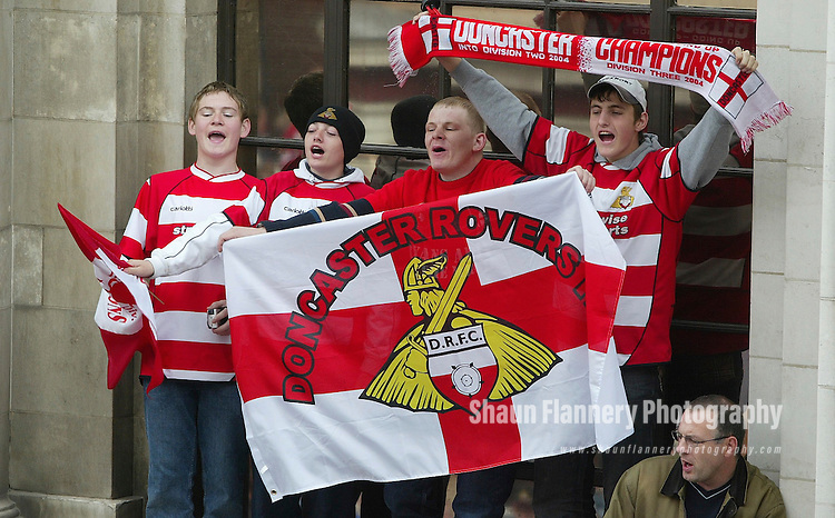 Pix: Shaun Flannery/shaunflanneryphotography.com<br /> <br /> COPYRIGHT PICTURE>>SHAUN FLANNERY>01302-570814>>07778315553>><br /> <br /> 9th May 2004<br /> Doncaster Rovers promotion parade to Mansion House after winning the 2004/04 season Third Division title.