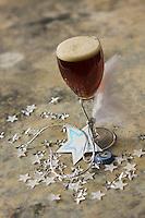 Europe/France/Alsace/67/Bas-Rhin/Saverne: Bière de Noël la licorne de la brasserie de Saverne - Stylisme : Valérie LHOMME