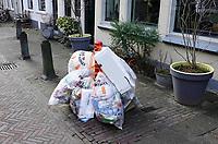 Nederland - Gouda - December 2018.  Gescheiden afval. Verpakkingsmateriaal in plastic zakken. Ophaaldag van het huisvuil.  Foto Berlinda van Dam / Hollandse Hoogte