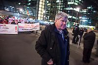 """Ca. 200 Menschen kamen am Montag den 9. Maerz 2015 zur 10. Baergida-Demonstration. Nach einer einstuendigen Kundgebung vor dem Berliner Hauptbahnhof mit islamfeindlichen Reden zog der rechte Aufmarsch zum nahgelegenen Kanzleramt. Dort hielt der islamfeindliche Redner Karl-Michael Merkle eine 40-minuetige Hassrede, bei der er unter anderem mehrere deutsche Politiker und Journalisten des Volksverrats bezichtigte und androhte nach einer Machtuebernahme diese Menschen """"in die Produktion"""" zu stecken.<br /> Merkle tritt in der Oeffentlichkeit als Journalist unter dem Pseudonym Michael Mannheimer auf. <br /> Vom Amtsgericht Heilbronn erhielt Merkle bereits 2012 einen Strafbefehl wegen der Verbreitung von Schriften, die zu Gewalt- oder Willkuermassnahmen aufriefen.<br /> Im Bild: Karl Schmitt, Organisator und Chef der Baergida-Veranstaltungen.<br /> 9.3.2015, Berlin<br /> Copyright: Christian-Ditsch.de<br /> [Inhaltsveraendernde Manipulation des Fotos nur nach ausdruecklicher Genehmigung des Fotografen. Vereinbarungen ueber Abtretung von Persoenlichkeitsrechten/Model Release der abgebildeten Person/Personen liegen nicht vor. NO MODEL RELEASE! Nur fuer Redaktionelle Zwecke. Don't publish without copyright Christian-Ditsch.de, Veroeffentlichung nur mit Fotografennennung, sowie gegen Honorar, MwSt. und Beleg. Konto: I N G - D i B a, IBAN DE58500105175400192269, BIC INGDDEFFXXX, Kontakt: post@christian-ditsch.de<br /> Bei der Bearbeitung der Dateiinformationen darf die Urheberkennzeichnung in den EXIF- und  IPTC-Daten nicht entfernt werden, diese sind in digitalen Medien nach §95c UrhG rechtlich geschuetzt. Der Urhebervermerk wird gemaess §13 UrhG verlangt.]"""