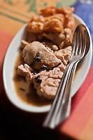 Europe/Europe/France/Midi-Pyrénées/46/Lot/Bach:  Auberge Lou Bourdié, ris de veau à  la truffe  recette de Monique Valette