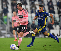 Calcio, Serie A: Juventus - Hellas Verona, Turin, Allianz Stadium, October 25, 2020.<br /> Juvaentu's Federico Bernardeschi (l) in action with Hellas Verona's captain Davide Faraoni  (r) during the Italian Serie A football match between Juventus and Hellas Verona at the Allianz stadium in Turin, October 25,,2020.<br /> UPDATE IMAGES PRESS/Isabella Bonotto