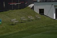 Trainerbänke stehen bereit - Seefeld 25.05.2021: Trainingslager der Deutschen Nationalmannschaft zur EM-Vorbereitung