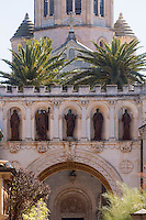 Europe/France/Provence-Alpes-Côte d'Azur/Alpes-Maritimes/Cannes: îIes de Lérins, île de Saint-Honorat /Abbaye de Saint Honorat: L'église abbatiale et le monastère de l'abbaye de Lérins.// Europe/France/Provence-Alpes-Côte d'Azur/Alpes-Maritimes/Cannes:  Lerins island of Saint Honorat: :Church and monastery of the Lérins Abbey.
