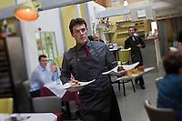 Europe/France/Ile-de-France/77/Seine-et-Marne/Brie-Comte-Robert:  Restaurant: La Fabrique,  Benjamin Descôtes-Genon, l'homme de salle,  [Non destiné à un usage publicitaire - Not intended for an advertising use]