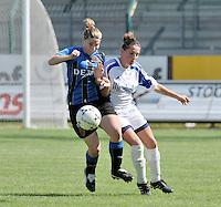 VV Rassing Harelbeke - Dames Club Brugge : duel om de bal tussen Kelly Decubber (rechts) en Lita Pouseele .foto VDB / BART VANDENBROUCKE